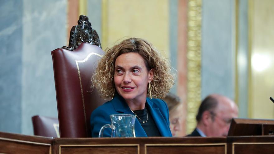 La presidenta del Congreso de los Diputados, Meritxell Batet, durante la primera sesión del debate de investidura del candidato socialista a la Presidencia de Gobierno en la XIV Legislatura.