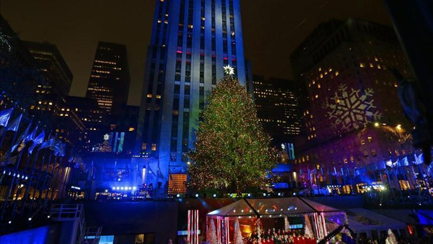 Nueva York entra en la Navidad con el encendido de su emblemático árbol