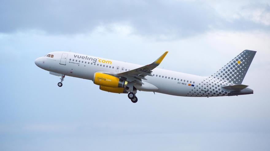 Vueling volverá a operar desde este martes en el aeropuerto de Hondarribia con el avión Airbus A319