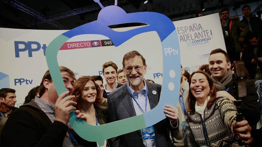 """Rajoy pide a los jóvenes hablar bien de España y de Europa frente al derrotismo de """"chisgarabises de todo tipo"""""""