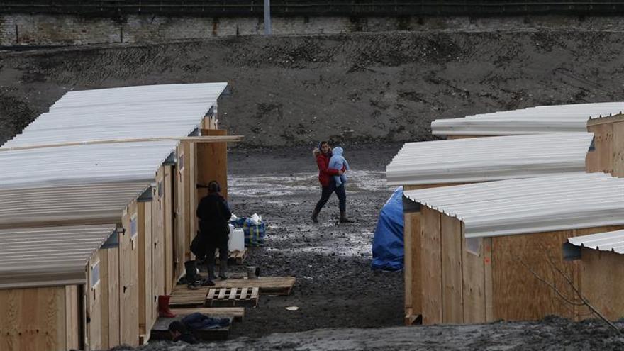 Al menos 10 heridos por un incendio en campo de inmigrantes de Grande-Synthe