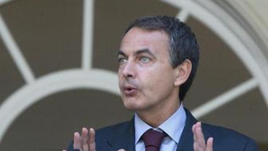 """Zapatero traslada a las familias que el Gobierno trabaja """"intensamente"""" para liberar el 'Alakrana'"""