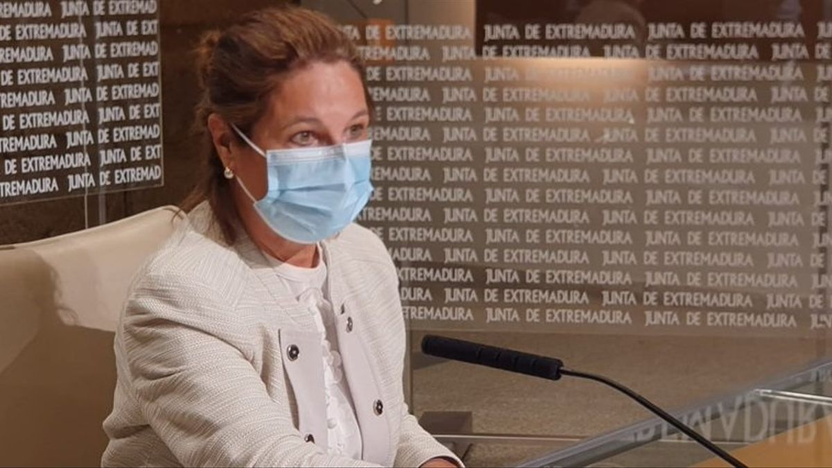 La vicepresidenta primera y consejera de Hacienda y Administración Pública de la Junta de Extremadura, Pilar Blanco-Morales, en rueda de prensa en una imagen de archivo