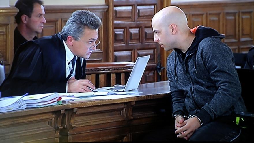 Sergio Morate junto a su abogado / Saúl García