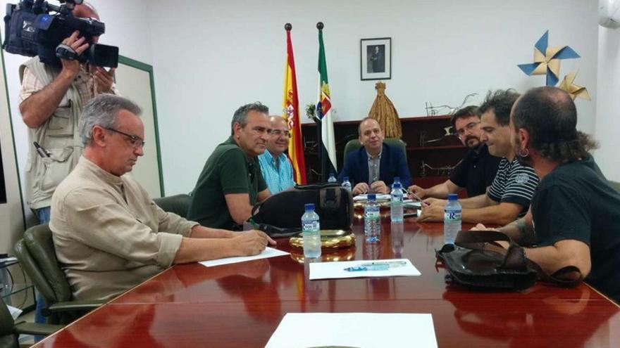 Encuentro entre el consejero Santos Jorna y varios representantes de colectivos ecologistas / <a href=