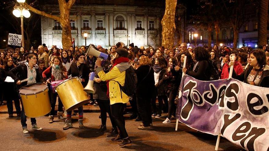 Cientos de uruguayos protestan contra el decimonoveno caso de femicidio del año