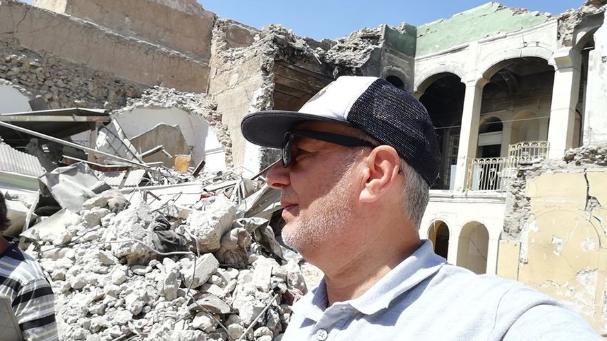 Laith Altaan coordina un grupo de voluntarios y ha ayudado en la reconstrucción de casas en Mosul.