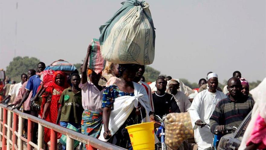 Miles de refugiados nigerianos huidos de Boko Haram malviven en Camerún