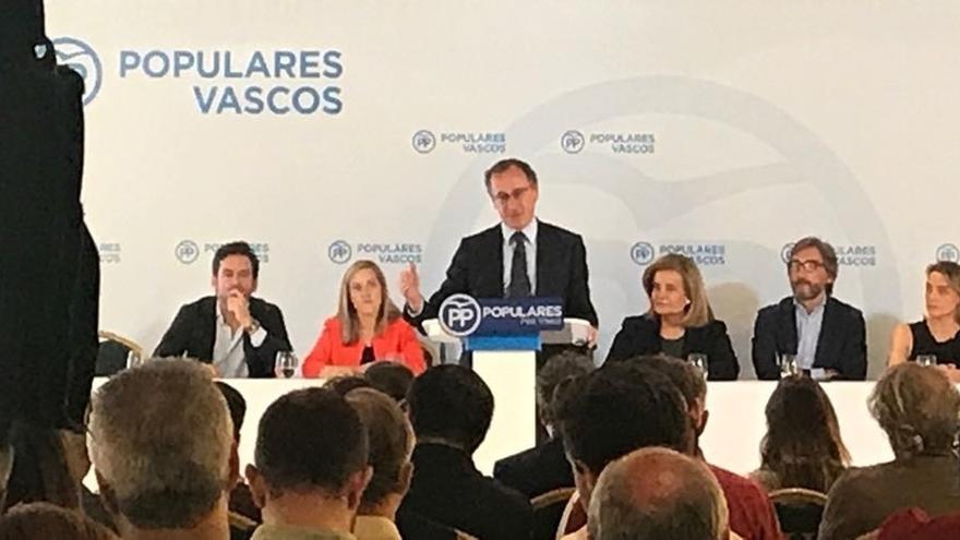 """Alonso dice que la firma de la Ley Quinquenal del Cupo muestra que """"el diálogo da frutos"""" para Euskadi y para España"""