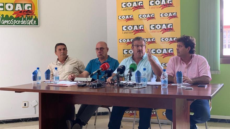 El presidente de COAG Canarias, Rafael Hernández, el secretario insular en Gran Canaria, Juan Hernández, el asesor de la Trasierra, Antonio Díaz, y el presidente de la Unión de Asociaciones de la Reserva de la Biosfera, Cristóbal Sánchez.