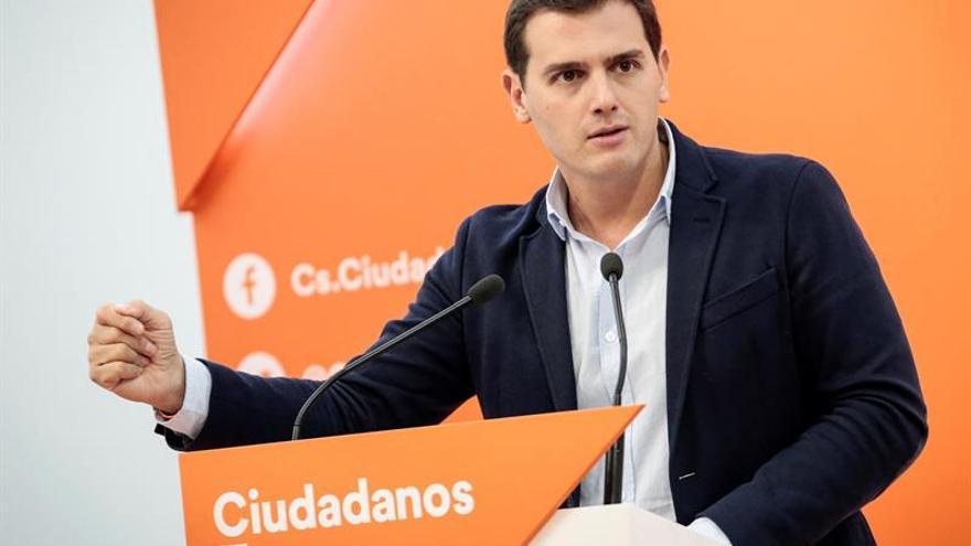 """Rivera acusa a Rajoy de llevar el presupuesto a un """"agujero negro"""" sin consultar"""