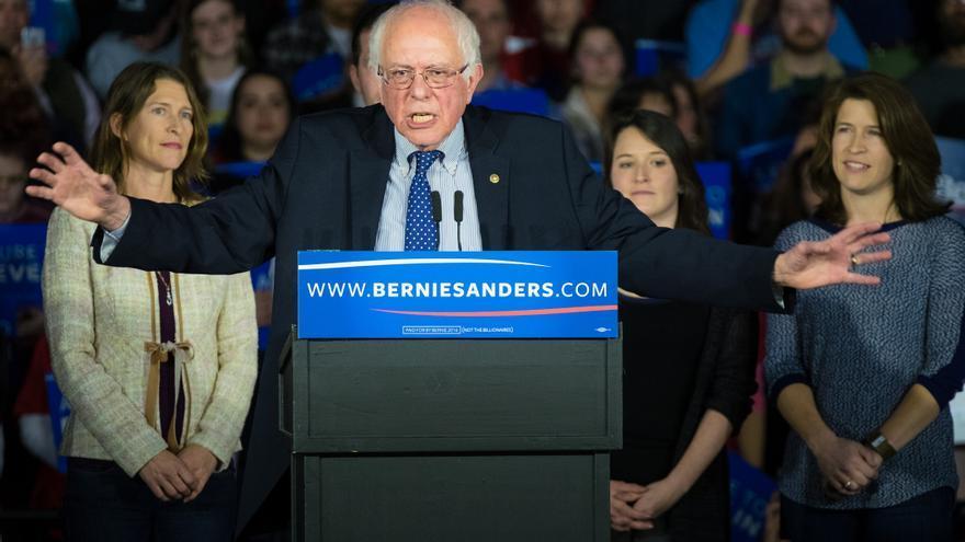 Bernie Sanders en un mitin en Iowa en las primarias demócratas en febrero de 2016.