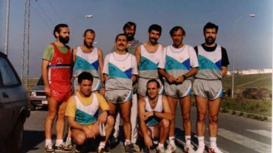 Miembros del club minutos antes de participar en una de sus primeras pruebas en 1989.