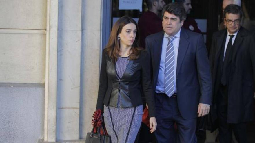 Luis García Navarro, abogado del PP-A en el caso ERE, a la salida de la Audiencia de Sevilla.