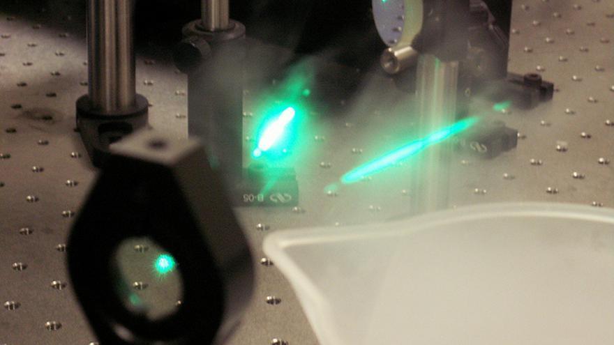 ¿Cómo se fabrica una capa de invisibilidad de laboratorio?