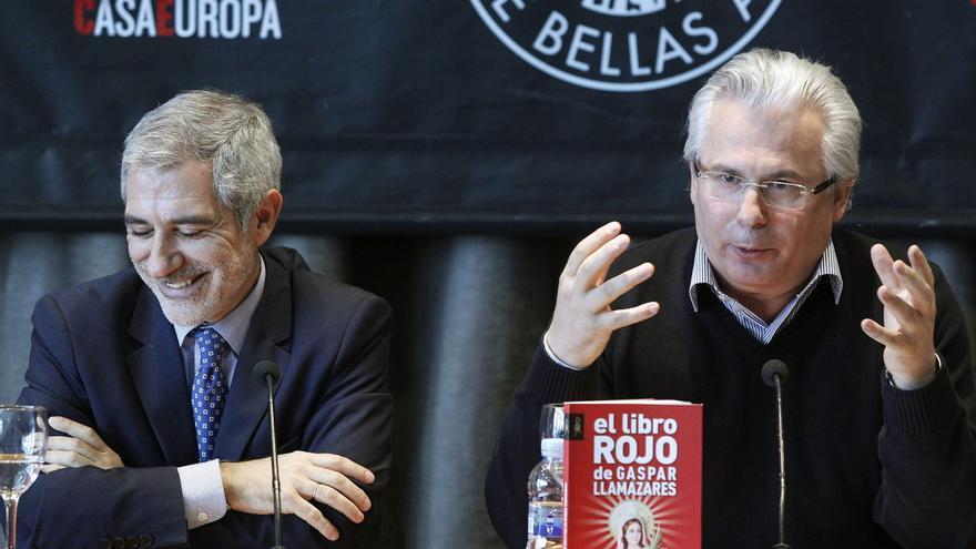Garzón durante la presentación de 'El libro rojo' de Llamazares en diciembre / EFE