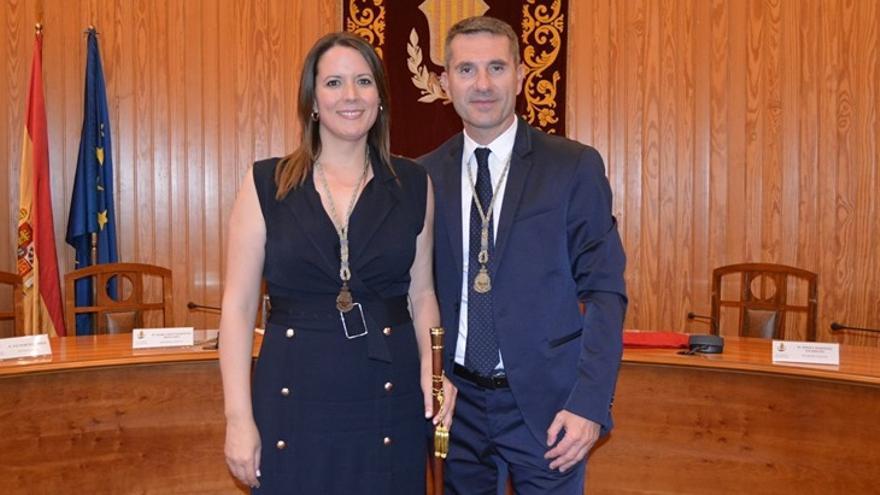 La alcaldesa Amparo Orts, junto a su pareja y concejal Martín Pérez