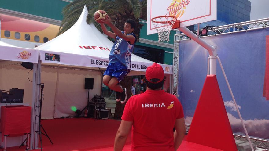 Actividades de la Fun Zone en el Parque Santa Catalina de Las Palmas de Gran Canaria.