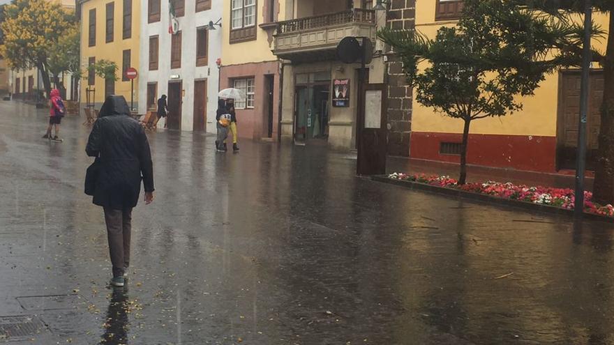 Nubes, vientos fuertes y ligera bajada de temperaturas este miércoles tras el paso de la borrasca Bárbara en Canarias