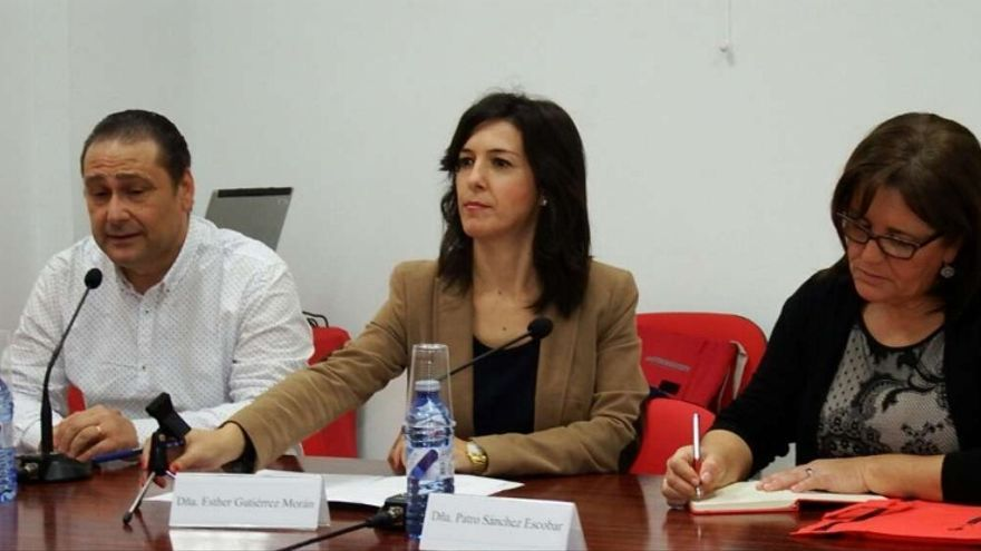 La consejera de Educación y Empleo, Esther Gutiérrez, inauguró la jornada de difusión del Plan de Empleo de Extremadura, organizada por UGT Extremadura / Junta