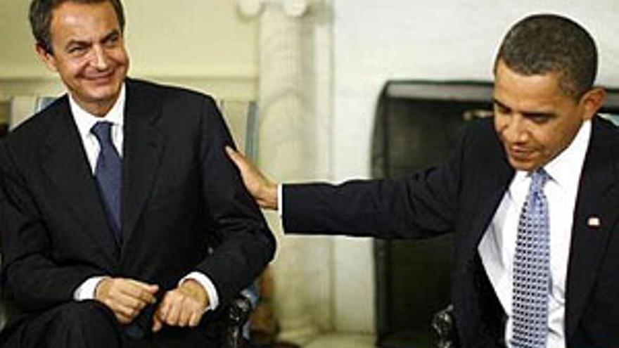 José Luis Rodríguez Zapatero, en el Despacho Oval de la Casa Blanca junto a Barack Obama. (REUTERS)