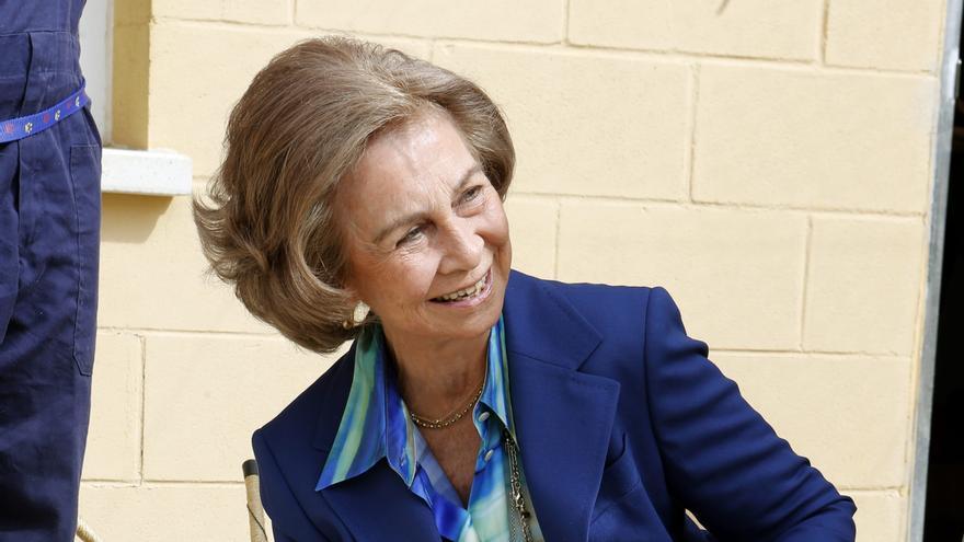 La reina apoya adopción de mascotas en el centro de animales abandonados ANAA