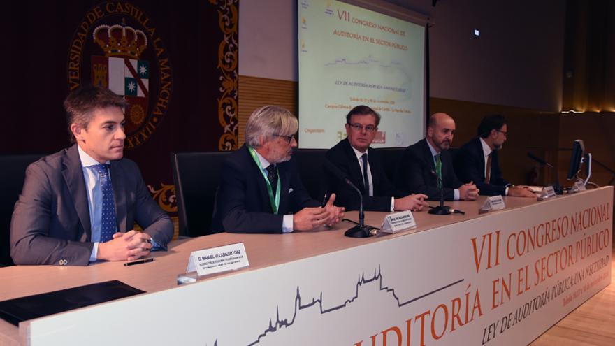 El exsíndico de Cuentas de Castilla-La Mancha, segundo por la izquierda