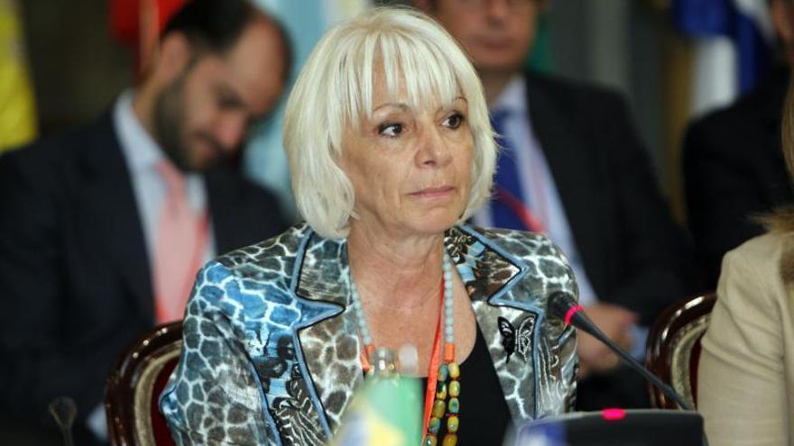 Teófila Martínez deja en suspenso su demanda contra Bárcenas