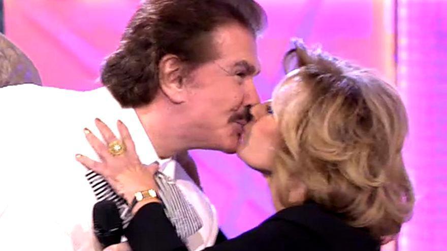"""La Campos y Bigote se besan en la boca a petición de Terelu: """"Haced un Iker y Sara"""""""