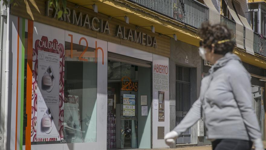 Farmacéuticos andaluces registran la primera muerte en el gremio y contabilizan 51 profesionales infectados