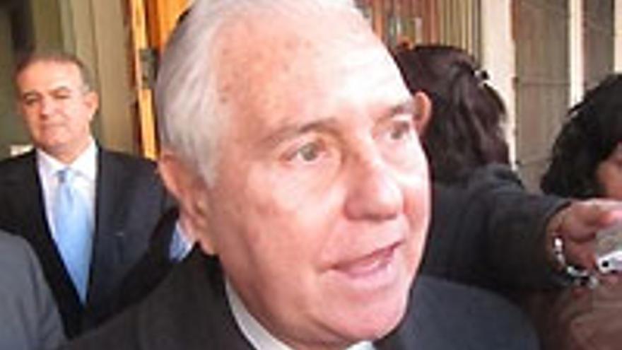 Su eminencia Carlos Dívar.