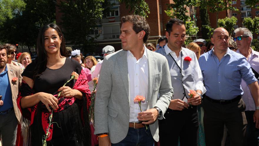 La candidata de Ciudadanos a la alcaldía de Madrid, Begoña Villacís; el presidente del partido, Albert Rivera y el candidato a presidir la Comunidad de Madrid, Ignacio Aguado, visitan la Pradera de San Isidro.