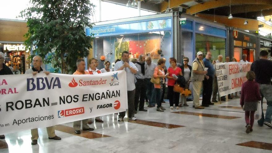 Una protesta contra la comercialización de las aportaciones subordinadas.