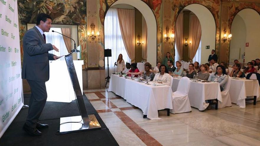 El director de la Oficina Nacional de Turismo Marroquí de Turismo en España, Mohamen Sofi (i), durante la inauguración de las jornadas Experience.