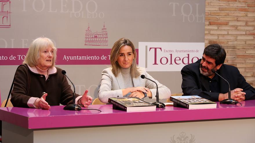 Renata Takkenberg-Krohn, primera por la izquierda