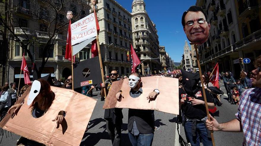 Miles de personas se manifiestan en España el 1 de mayo con acento electoral