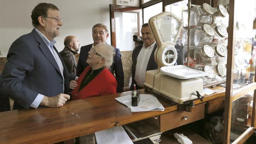 """Rajoy clama por el diálogo porque a España """"hay que darle una salida"""""""