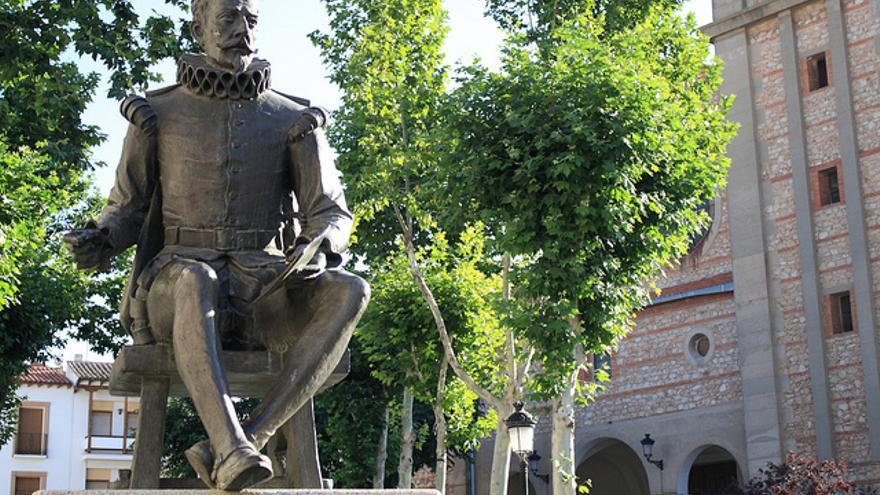 Una estatua de Miguel de Cervantes en Campo de Criptana. Foto: M. Peinado / Flickr
