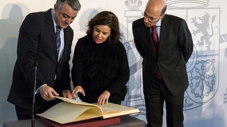 La vicepresidenta apela en Euskadi al diálogo y al acuerdo sin imposiciones
