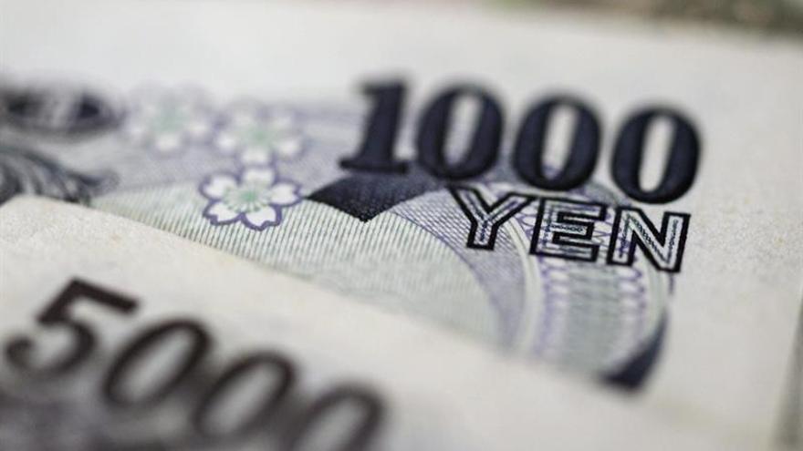 El dólar toca máximos de hace seis meses con el yen espoleado por Trump