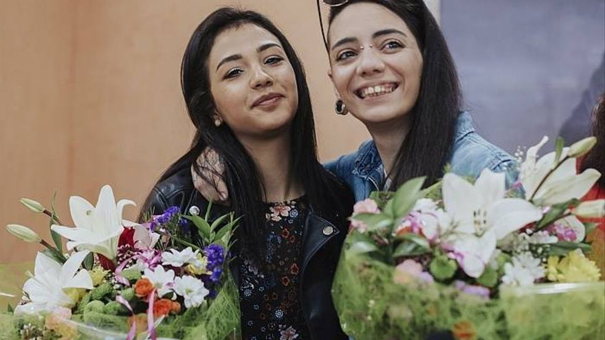 Jimena Rico (dcha) y su novia egipcia Shaza Ismail. Foto: EFE