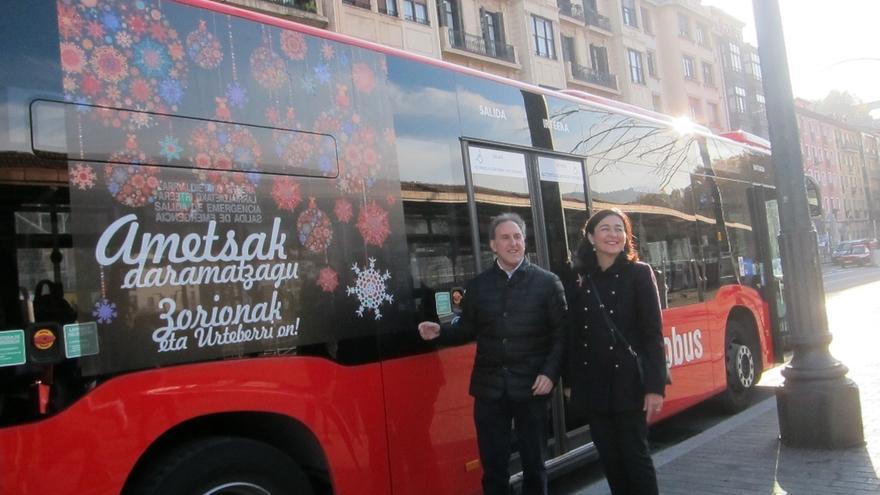 Bilbobus decora toda su flota para felicitar la Navidad e incluye en los TIP de las paradas los deseos de la ciudadanía