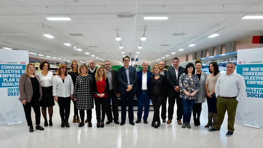 Representantes de sindicatos y empresa en el Centro de Coinnovación del Jarro en Paterna València 02