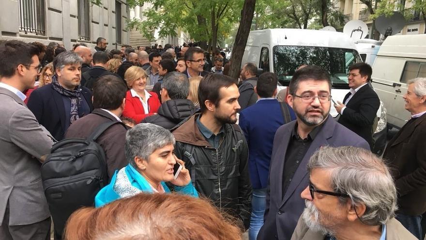 Sánchez Mato acude al Supremo junto a otros miembros de IU para arropar a los miembros de la Mesa del Parlament