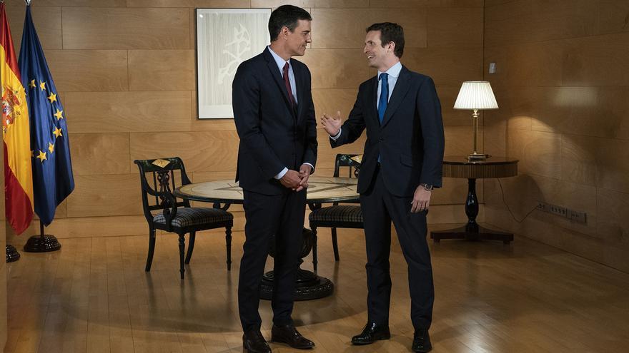 Encuentro entre Pedro Sánchez y Pablo Casado, el pasado 9 de julio, en el Congreso.