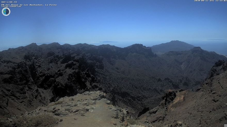 Imagen  de las cumbres de La Palma captada este lunes  de la webcam de Sky Live TV del IAC en el Roque de Los Muchachos (Garafía).