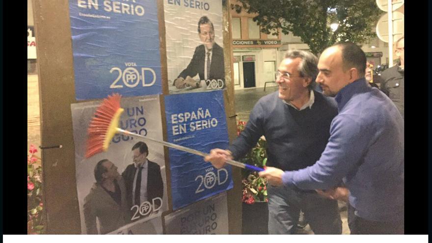 Torró en la pegada de carteles en las elecciones generales del 20 D.