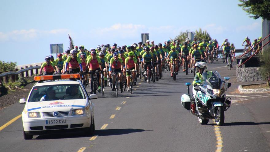 Las carrteras han sido este domingo un ejemplo de respeto a los ciclistas. Foto: JOSÉ AYUT.