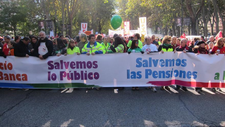 Miles de personas se manifiestan en Madrid y otras ciudades contra la política de recortes del Gobierno