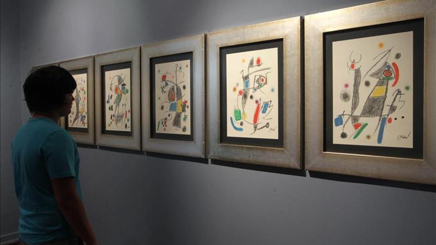 La obra luminosa y metafísica de Miró llega a Lima en 52 grabados